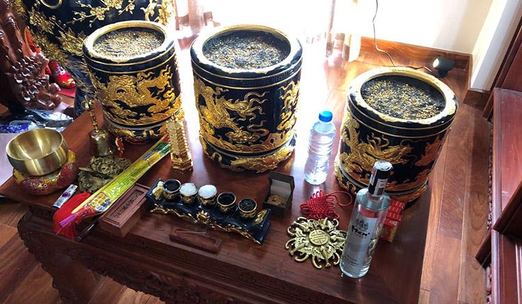 ba loại bát hương không thể thiết trên bàn thờ