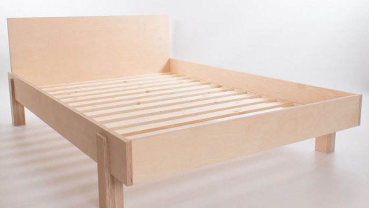 chiếc giường làm từ gỗ pluwwood