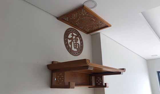 bàn thờ treo tường